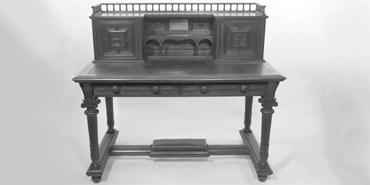 Resolute Desk