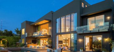 10 Reasons Why So Many Celebrities Are Selling Their Homes in 2020